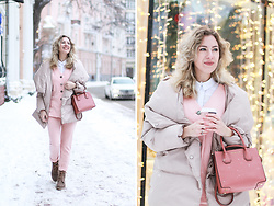 Margarita Maslova - Michael Kors Bag - Puffy jacket