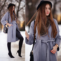 Ariadna M. - Yoins Long Grey Coat, Black Long Suede Boots, Black Bag - Winter chic