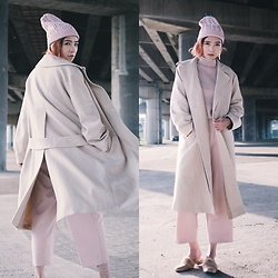 Petrina Hsieh - Tommy Hilfiger Beanie, Unius Taiwan Coat, Loeil Loafer - Camel and Pink