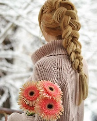 Martina Manolcheva - Yoins Sweater - Braid of the day!
