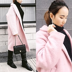 WMwatchme - Lartigent Pink Coat, Chanel Classc Flap, Isabel Marant Knee Boots, Cos Black Sweater - Black Pink