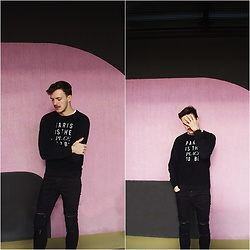 Bartek Piekara - Marc By Jacobs Hoodie, Zara Jeans - The xx - Lips