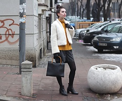 Jelena - Zaful Mustard Sweater, Gucci Vintage Bag, Asos Ankle Boots - Mustard sweater