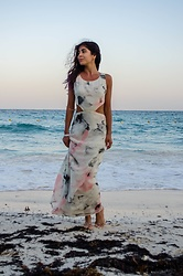 Maria P - Goldie London Watercolour Print Maxi Dress With Waist Cutouts - Printed maxi on the beach
