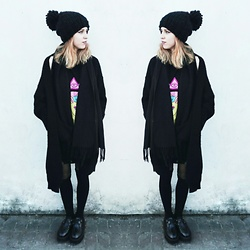 Ola Brzeska - Sinsay Pompom Hat, Killstar Go To Hell T Shirt, Altercore Black Creepers - Look of the day