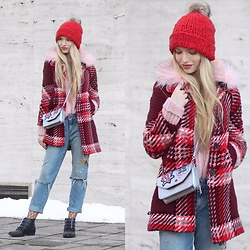 Franziska Elea - Selfmade Beanie, Zara Coat, Zara Bag, Zara Mom Jeans, Bronx Boots - Red is my happy color