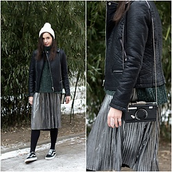 Marijana M - Vipme Silver Metallic Pleated Skirt, Vans Old School Sneakers, Dresslily Camera Bag, Yoins Black Leather Jacket, H&M Green Turtleneck Sweater, H&M White Pom Pom Beanie, H&M Silver Rings - Winter Bamboo
