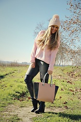 Emma MAS - Chicme Pink Sweater - Pink sweater and otk boots