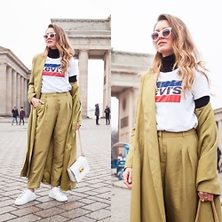 Livia Auer - Ivy & Oak Oversized Coat, Ivy & Oak Pants, Levi's® Logo Shirt, Axel Arigato White Sneaker - GREEN COORDINATES FOR FASHION WEEK