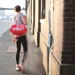 Nico Hagenburger - Adidas Shakers, Adidas 3 Stripes Tights, Adidas Pink Bag, Adidas Rita Ora Shirt - Got a new bag