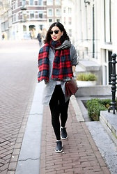 Vivian Tse - Shein Oversized Blazer, Zara Plaid Blanket Scarf, Primark Top, Céline Bag, H&M Leggings, Nike Sneakers, Ray Ban Sunglasses - Hello, old friend