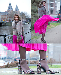 Susanne Bender - Asos Pleated Skirt, Supertrash Sweater And Scarf, Asos Glitter Shoes - A Carrie Bradshaw moment..!