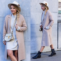 The Blonde Bliss - Chloé Bag, Details On - Neutrals & oversize