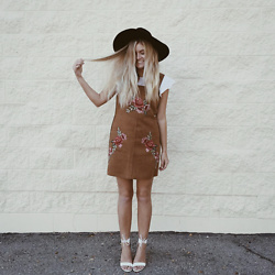 Chandler Roberson -  - Embroidered Pinafore Dress