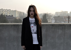 Pepper B. - Vivienne Westwood White T Shirt, Stradivarius Black Jacket - Without name
