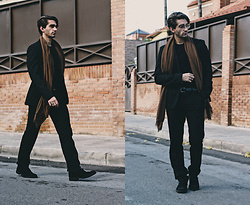 Jose Manuel Hernández - Zara Scarf, Mó Vintage Sunglasses, Dustin Blucher Shoes, Asos Ring, Zara Pants, Zara Belt, Zara T Shirt, Zara Blazer - CASUAL GENTLEMAN