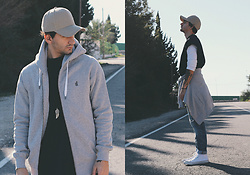 Jose Manuel Hernández - Asos Cap, Moringa North Sweatshirt, Converse All Star, Asos Sleeveless Sweatshirt, Domyos Basic T Shirt - SIGUE CRECIENDO, MORINGA NORTH