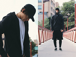 Jose Manuel Hernández - Asos Cap, Adidas Sweatshirt, Adidas Sneakers Gazelle, Asos Wide Pants By The Knees, Tenth Mesh Sports, Asos Sweatshirt - BLACK STORM
