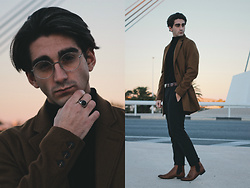 Jose Manuel Hernández - Mó Vintage Glasses, Asos Ring, Armani Belt, Zara High Collar Sweater, Zara Pants, Asos Chelsea Boots, Pull & Bear Coat - WONDERWALL