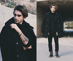 Jose Manuel Hernández - Adamus Coat, Zara Turtleneck, Asos Black Boots, H&M Pants - HEY, BLACK WINTER