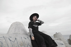 Shandra - Fedora Hat, Long Sleeve Striped T Shirt, Shophella Black T Shirt, Long Lace Skirt, Yoins Choker - Silent Wave