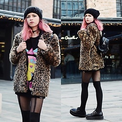 Ola Brzeska - Sinsay Pompom Cap, Zaful Ring Choker, Killstar Go To Hell Tank Top, Bonprix Leopard Fur, Stradivarius Mini Backpack, Altercore Leather Creepers - Unicorn