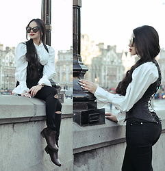 Clara Campelo - Jeans, Boots, Blouse, Corset, Zerouv Sunnies - You can't go out, 'cause your roots are showing