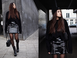 Thao Nhi Le - Asos Vinyl Skirt, Stella Mccartney Chain Bag - Grundge Vibes