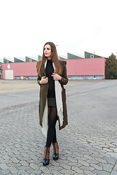 Andrea Funk / andysparkles.de - Zara Coat, Tezenis Sweater Dress - Green Hood and Lace-Up Boots