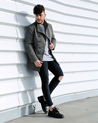 Alvaro Pinilla Garcia - Zara Shoes, Pull & Bear Jeans, Zara Sweater, Rosewholesale Coat - Change