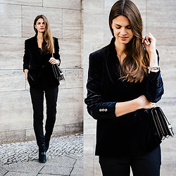 Jacky - Gucci Bag, Aldo Boots - Black all over // Velvet Blazer