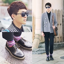 Linus Hung - Dr. Martens Shoes, Valentino Bag, Plain Me Blazer, Gucci Glasses - BLACK WHITE
