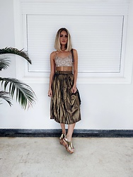 Manuela Gomes - Zaful Metalic Midi Skirt - Bronze