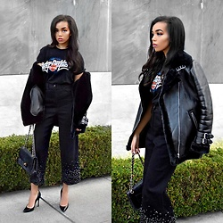 Daphne Blunt - Vintage Harley Davidson T Shirt, Acne Studios Shearling Black Coat, Tibi Embellished Culottes Jeans Denim, Chanel Vintage Black Quilted Flap Bag, Christian Louboutin Black Pointed Toe Pumps, Are You Am I Gold Chain Link Choker - How To Pretend Your Cool