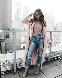 Jessi Malay - House Of Cb Faux Fur Coat, Madewell Crewneck Sweater, Grlfrnd Karolina High Rise Jean, Yeezy Boots, Dita Talon Two Sunglasses - Robe Coat Dreams