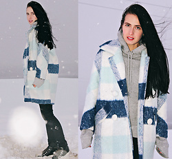 Maria Perchekliy - Sammydress Coat, Zara Boots, H&M Hoodie - Blue Checked