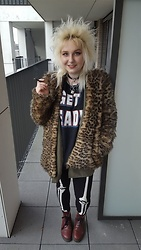 Julia P - Sex Shop Choker, Bershka Leopard Coat, Official Wwf Merchandise The Rock Shirt, H&M Skeleton Leggings, Dr. Martens Docs - Leopard on the loose