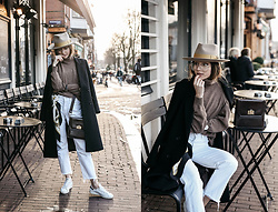 Bea G - Coat, Jeans, Bag, Sneakers - Cafe Moments