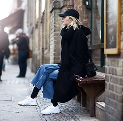 Ebba Zingmark - Ebba Zingmark Blog, Nike Sneakers, &Other Stories Jeans, Thatboii Cap, Brixtol Coat - Between you and me