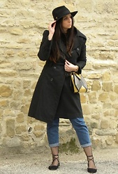 Veronica Vannini -  - Black trench