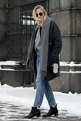 Cecilie Krog - Acne Studios Studio Boots, Monki Blue Denim, Gina Tricot Wool Coat, Acne Studios Wool Scarf, Moss Copenhagen Knit, Asos Round Sunglasses, Belsac Fur Bag - Shades of grey