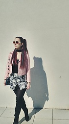 Lara Twist - Zara Skirt, Zara Leather Jacket, Bershka Choker, Pull&Bear Shirt - Flower power