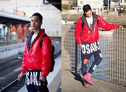 Chris Su - Moncler Gamme Bleu Down Jacket, Marc By Jacobs Tee, Evisu Pants, Moschino Sneakers - 湘南