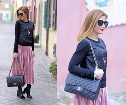 Vale ♥ - Compagnia Italiana Pleated Velour Skirt, Chanel 2.55 Bag - Pleated velour skirt