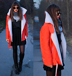 Jointy&Croissanty © -  - Faux sheepskin jacket and pleated skirt