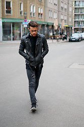 Kevin Elezaj - Timberland Sneakers, H&M Jeans, H&M Sweater, Tigha Jacket, Yun Glasses - Edgy