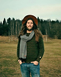 Johan Schröder - H&M Hat, Stadium Scarf, Grandpa Sweather, Weekday Jeans - Early spring.