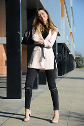 Elisabeth Green - Stradivarius Blazer, Zara Jeans - Blazer and Belt