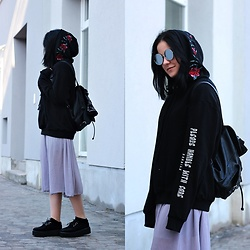 Natalia Pawlik - Zaful Sweatshirt, Sheinside Skirt, Deezee Creepers, Zaful Sunglasses, H&M Backpack, Topshop Bandana - Please handle with care