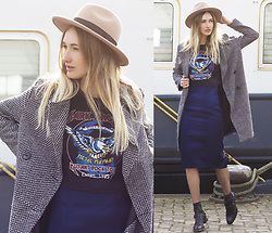 Eva Velt - Pieces Hat, Rokoko Croptop, Sammydress Jacket, Asos Skirt, Barracuda Shoes - Navy Blues